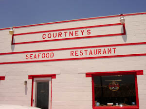 courtneysrestaurant-4.jpg
